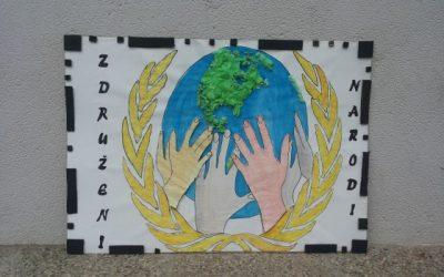 Z likovnimi izdelki na natečaju Pravica do vode 2013